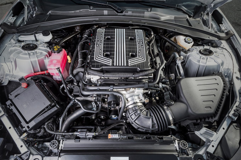 2017-chevrolet-camaro-zl1-engine-01