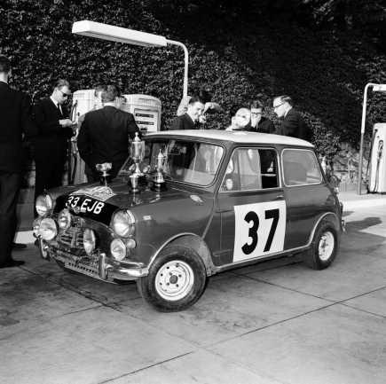 P90334056-1964-monte-carlo-rally-paddy-hopkirk-irl-henry-liddon-eng-morris-mini-cooper-s-24-01-1964-1506px.jpg